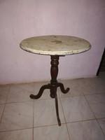 Ovális dohányzó asztal