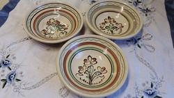 Népi  mázas kerámia tányér 3 db eladó!
