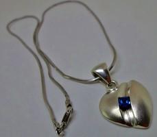 Szépséges zafírköves ezüstnyaklánc