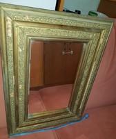 Antik tükör, igen öreg, fényűző tárgy volt egykor, kicsit hiányos a keret, de pótolhatatlan így is!