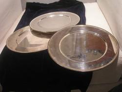 N14  ezüstözött körben poncolt mélyített tálcák egyben eladóak 29.5 cm