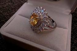 Ezüst gyűrű sárga szintetikus gyémánt kővel