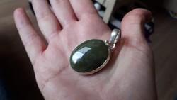 Ritkaság! Vezúvianit medál ezüst foglalatban Kanadából