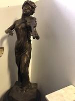 Hegedűs nő bronz