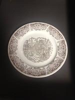 Tudor falut ábrázoló brit porcelán dísztányér