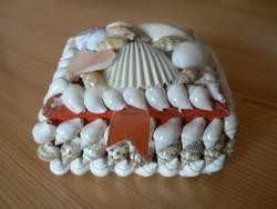 Ékszeres dobozka tengeri csigákból kagylókból