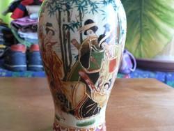 Kínai jelenetes váza, kézzel festett, aranyozott