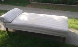 Fejtámlás heverő, kanapé, szófa
