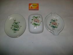 Régi, Erika mintás Hollóházi porcelán bonbonier, gyűrűtartó tálka és hamutál