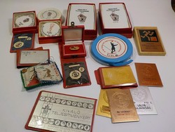 20 darab régi sport plakett , kitüntetés és felvarró egyben !