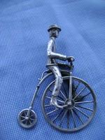 Ezüst VELOCIPED-en bicikliző nemes ember, nagyon ritka