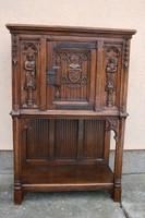 Gótikus kabinet szekrény