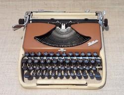 Groma Kolibri táskaírógép. 1962