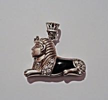 Szfinx onix és cirkónia kövekkel, ezüst medál