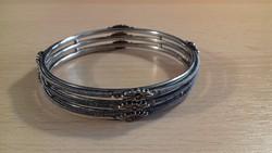 Merev fém, ezüst színű karkötő 066