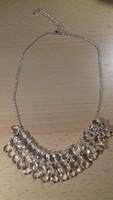 Modern, csillogó üvegszerű gyöngyökkel díszített nyaklánc 099