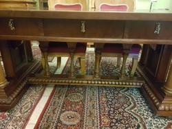 Nagyméretű oszlopos elegáns régi íróasztal
