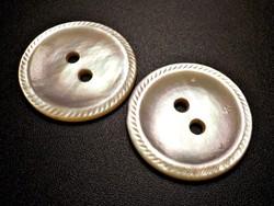 2 db. metszett szélű gyöngyház gomb