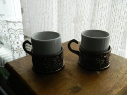 Dombormintás szőlő motívumos óntartóban porcelán pohár pár