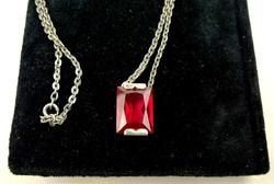 Ezüst nyaklánc szimulált rubinnal