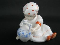 Zsolnay porcelán pöttyös kendős kislány