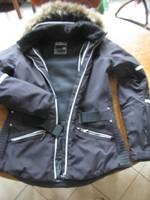 MOUNTEX-ben vásárolt Dare2b márkájú, L-es fekete sídzseki fehér díszítő csíkokkal