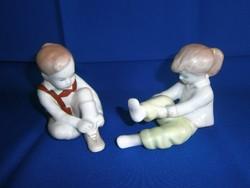 Aquincumi porcelán: öltözködő gyerekek, kislány és kisfiú