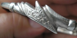 Érdekes fejű 925 ezüst karperec, csatos