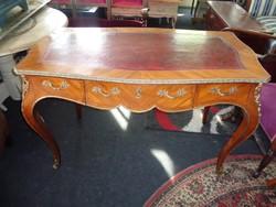 Antik bőrbetétes XV. Lajos stílusú íróasztal.