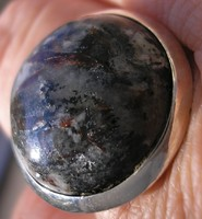 925 ezüst gyűrű, 18,7/58,7 mm, asztrofillittel