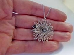 Szépséges filigrán virág ezüstnyaklánc