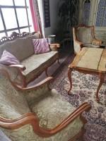 Gyönyörűen faragott ülőgarnitúra asztallal, szekrénnyel