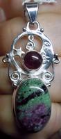 925 ezüst medál rubinnal zoizitban és gránáttal
