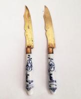2 db Antik sárga réz desszert kés porcelán markolattal