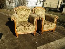 Gyönyörű és kényelmes neobarokk fotel mindegyik lába szép dúsan faragott
