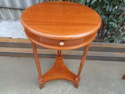 Kerek kis-asztal