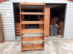 Eladó egy IKEAS pácolt könyves polc. Bútor szép újszerű  állapotú