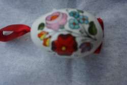 Kalocsai porcelán népi virágmintás tojás függő eladó.