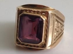 Férfi arany gyűrű - csiszolt lila kővel, 62-es méret