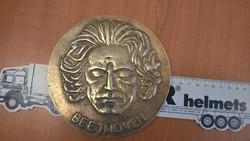Óriási Beethoven plakett jelzett