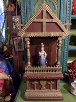60 cm magas 30 cm széles házi oltár  gipsz Jézuskával , szép állapotban .