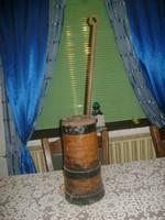 Régi fa mozsár öntöttvas törővel