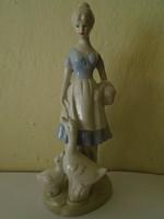 Spanyol Lladro stilusú spanyol porcelán hölgy libákat etet  22 cm magas hibátlan
