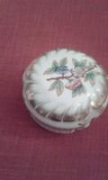 Dúsan aranyozott, herendi, régi Viktória mintás barokk bonbonier eladó.