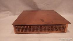 Retro fémműves iparművész zenélő nagy bronz doboz