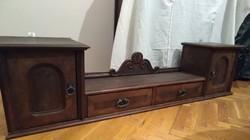 Antik, intarziás, falra akasztható polcos szekrényke