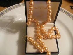 Arany színű gyöngy nyaklánc és fülbevaló