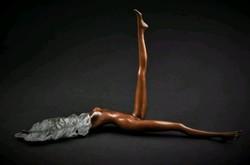 Érdekes női akt - kisplasztika bronz szobor