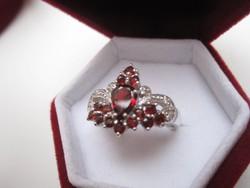 Koronás gránát ezüst gyűrű
