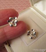 Virág alakú ezüst fülbevaló - stekker